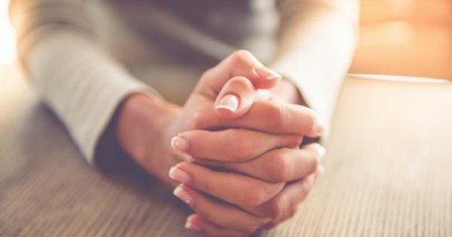 7 Secrets of Women with Pretty Hands