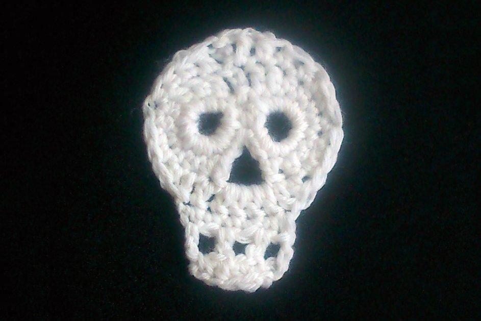 14. Free crochet skull decoration