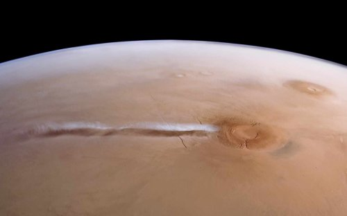 The curious cloud above Mars's Arsia Mons volcano