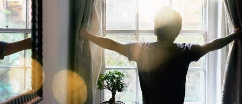 Early risers and night owls: A neuroscientist explains who is happiest