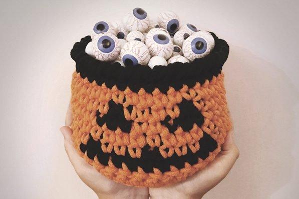10. Free pumpkin basket crochet pattern