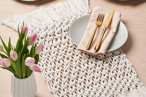 How to practice mindful macramé and make your own placemat