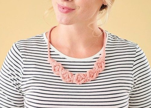Make your own macrame necklace