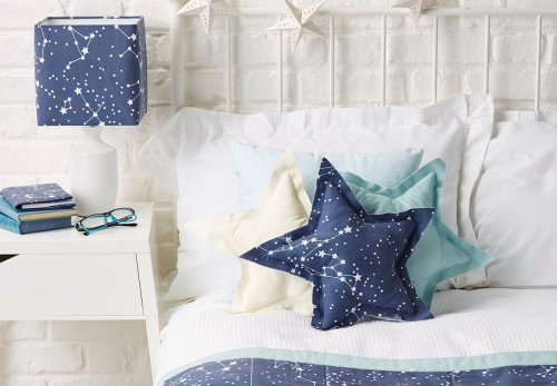 How to create a space-themed bedroom