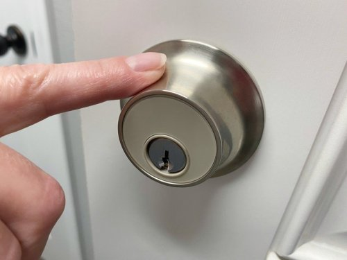 Review: The Level Touch smart lock sports HomeKit, NFC, and touch controls