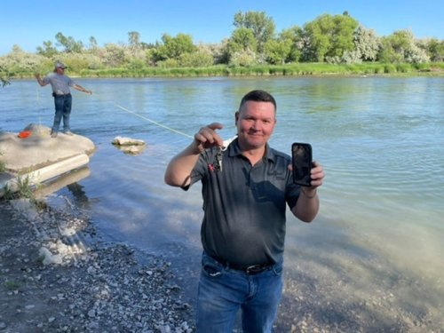 Dive team rescues 'alarming' iPhone after 3 days at the bottom of a river