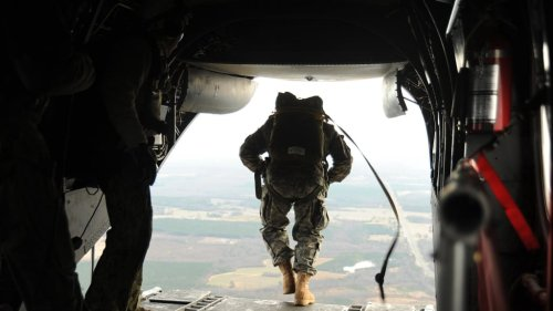 Want to Drastically Improve Your Thinking? A Navy SEAL Officer Says Try These 5 Ideas