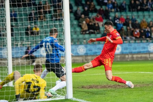 Moore downs Estonia to keep Wales on course for World Cup playoff spot