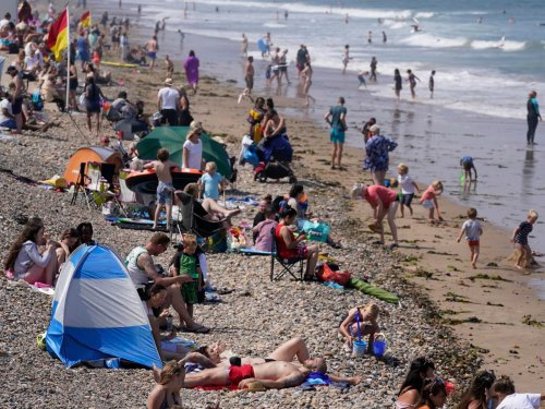Weekend storm warnings issued as heatwave predicted for late August