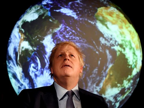 UK government must make people fly less, say climate advisers