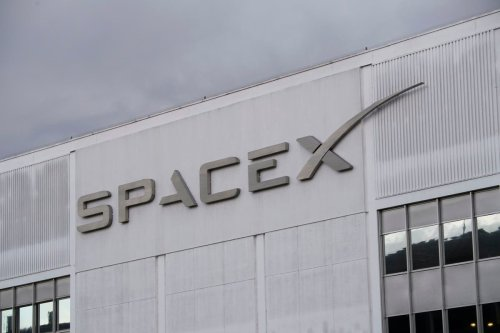 SpaceX to beam Starlink internet to vehicles, aircraft, and ships