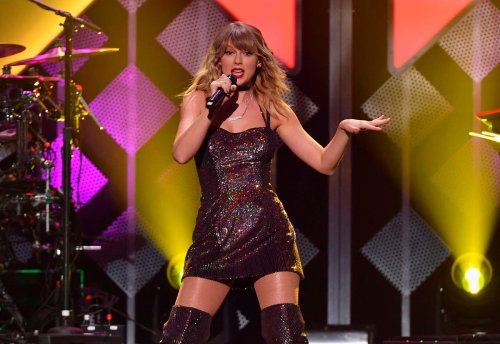 Taylor Swift obliterates Beatles chart record after 'Fearless' release