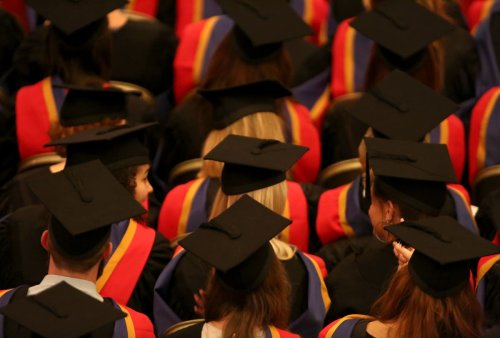 Government 'to cut threshold for repayment of student loans'