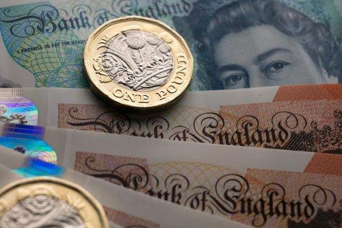 How much does the average UK twenty-something earn?