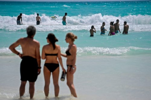 Couple's honeymoon cut to two days as Mexico red list escape gets under way