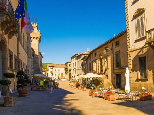 These Italian towns will pay you to move there