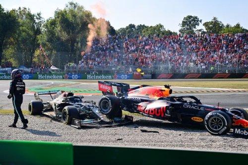 'Pretty clear' who caused Lewis Hamilton vs Max Verstappen crash, claims Carlos Sainz