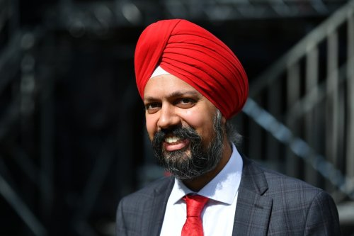Sikh MP Tan describes the racist abuse he faces for wearing a turban