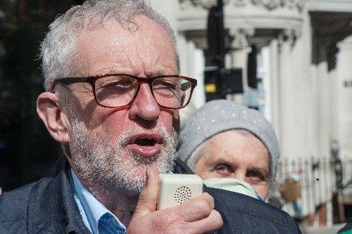 Jeremy Corbyn has hilarious response to recent 'photobomb' controversy