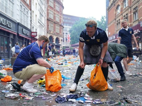 Scotland fans clean up litter after crowds gather in central London