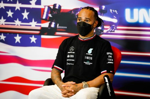 Hamilton criticised by Damon Hill for 'giving the game away' mid-race