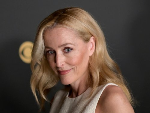 Gillian Anderson confuses Emmy viewers by accepting award in American accent