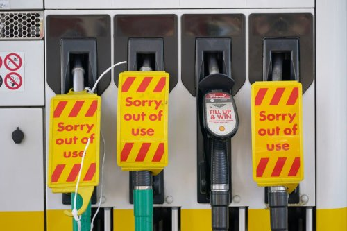 Some Shell petrol stations run out of fuel as panic buying triggers 'larger queues'