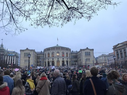 Abortion demonstrations draw thousands across Norway after prime minister proposes tightening laws
