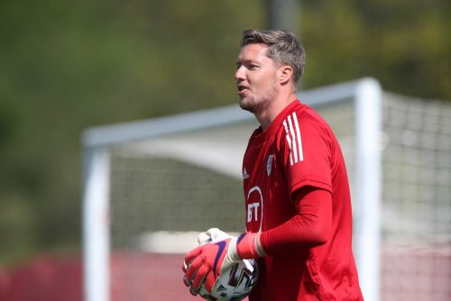 Wales goalkeeper Wayne Hennessey joins Burnley