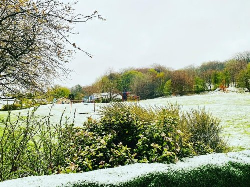 Snow falls on parts of UK as cold snap continues