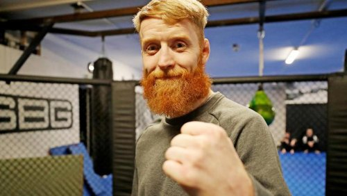 Sinn Féin urges councillor Paddy Holohan to remove post backing beauty salon owner