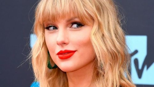 Taylor Swift sends letter and painting to miracle Galway paddleboarders who sang her songs while drifting in the sea for 15 hours