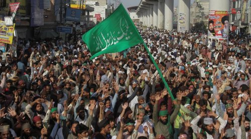 Violence erupts at Islamists rally in Pakistan, killing four people