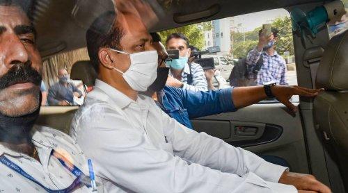 In explosive letter, Sachin Waze targets Anil Deshmukh, minister Parab