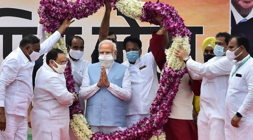 Warm welcome for PM Narendra Modi at Palam airport on return from US