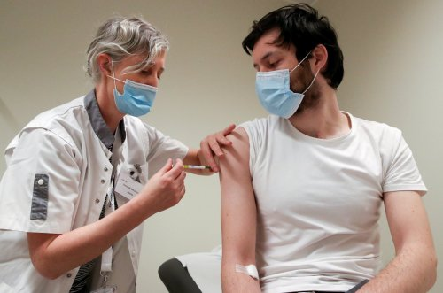 Covid booster jab and flu vaccine should be given at same time, says vice chair of jab committee
