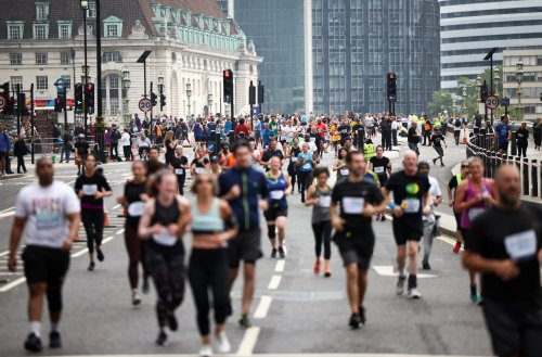 Thousands of runners attend first mass 10k in London since lockdown restrictions ended