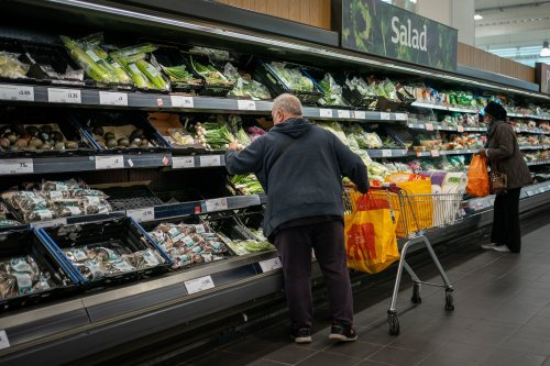 Inflation dips to 3.1% but state pension set to rise by £290 a year