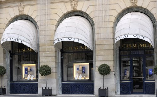 Heist suspects held after 'mind-boggling' £2m Paris robbery