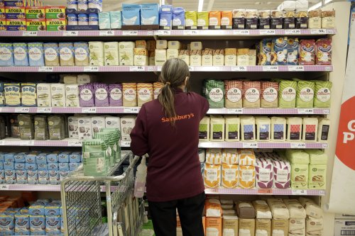 Folic acid to be added to flour sold in UK to help cut spinal conditions in newborn babies