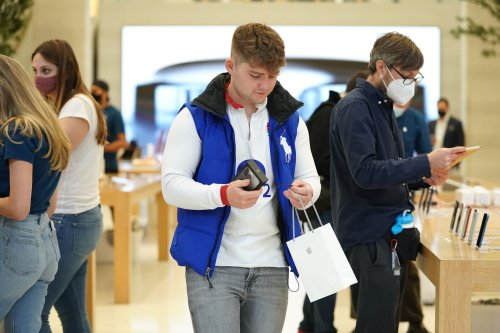 Just 30 fans queue early at Apple's flagship store as iPhone 13 buyers shift online