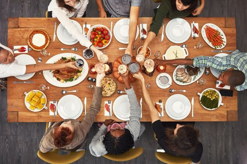 No banana bread at brunch and children's parties with a bang. The new rules for hosting indoors