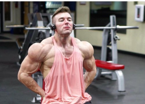 Fitness YouTuber Derek (More Plates More Dates) Shares 3 Tips For Staying Lean And Healthy Year Round