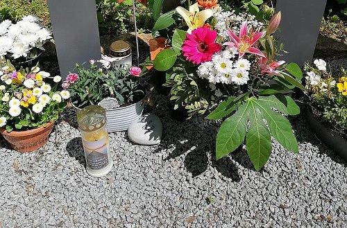 Coburg: Unbekannte klauen erneut Grabschmuck vom Creidlitzer Friedhof