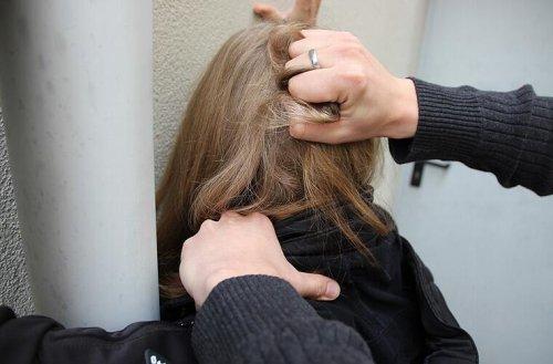 Skandal-Urteil in der Schweiz: Frau trägt angeblich Mitschuld an eigener Vergewaltigung