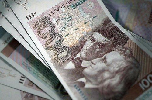 Abschied von der D-Mark fällt schwer: So viel altes Geld liegt bei den Deutschen noch zu Hause