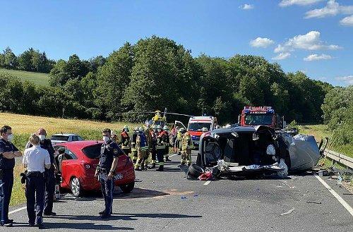Zwischen Reckendorf und Reckenneusig: Autos prallen frontal zusammen - beide Fahrerinnen sind schwer verletzt