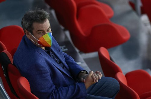 Deutschland gegen Ungarn: Markus Söder mit Regenbogenmaske beim EM-Spiel in München