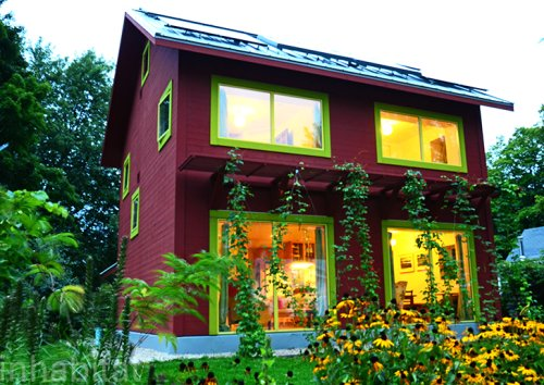 Amazing Passive Home in Freezing Wisconsin Uses Less Energy Than a Hair Dryer to Stay Warm!