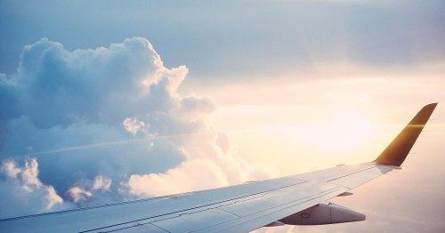 Flugbegleiter packt aus: Diese 5 Dinge solltest du im Flugzeug niemals tun